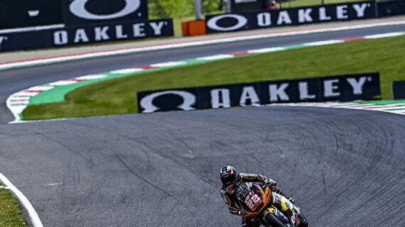 Lowes memimpin Raul Fernandez saat Moto2 ™ memulai bisnisnya di Mugello