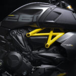 """Lights on me"": versi ""Black and Steel"" baru untuk Diavel 1260 S"